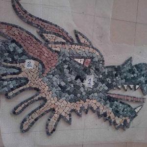 Mosaico artistico di un dragone